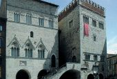 Comune di Todi (e navetta) chiusi per ferie