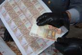 Minorenne con giro di 20 e 50 euro falsi