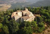 Il Castello di Petroro a Todi visto dai droni