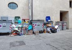 Il degrado sotto i Palazzi comunali di Todi