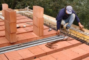 Diminuiscono i costi di costruzione della casa iltamtam for Costi di costruzione della piscina