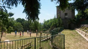 Todi, i genitori fanno della scuola un giardino