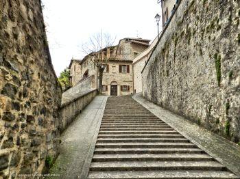 Viaggio nel tardo Medioevo a Montone