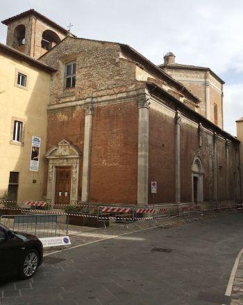 Transennata la chiesa di San Filippo a Todi