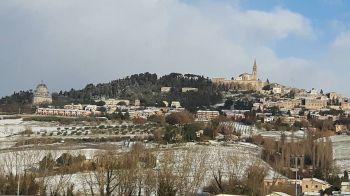 Neve e ghiaccio a Todi: ritardi sulle strade