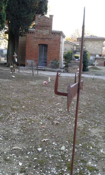 Todi: il cimitero di Collevalenza è in uno stato indecente