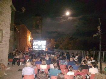 Duemila spettatori al cinema itinerante