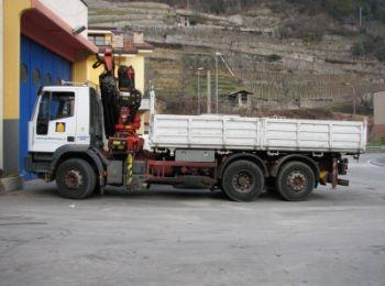 Carambola di camion sulla E45 a causa di una gru
