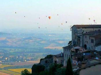 Raid nostalgico di 70 mongolfiere sui cieli di Todi