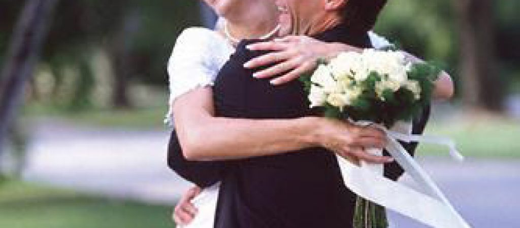 Sposi abbraccio