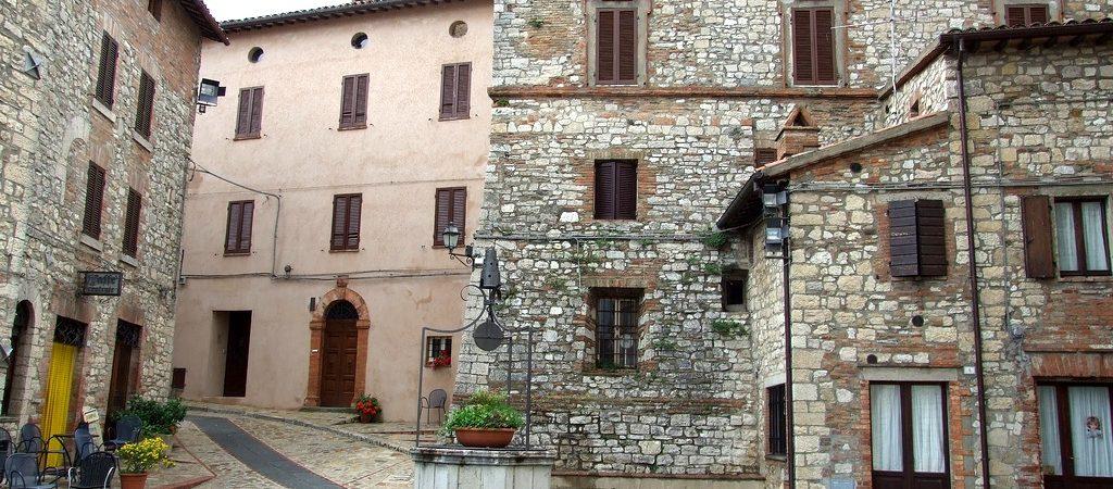 monte-castello-di-vibio-piazzetta
